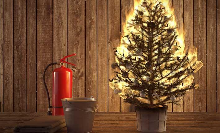 Zahlt Versicherung Christbaumbrand